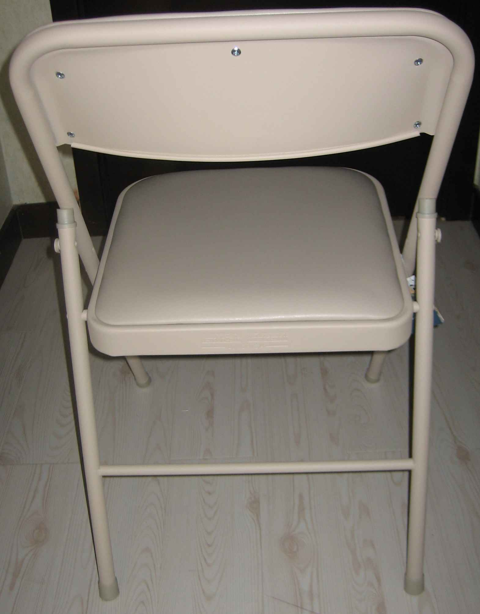 Beige Folding Chair   Rounded Top